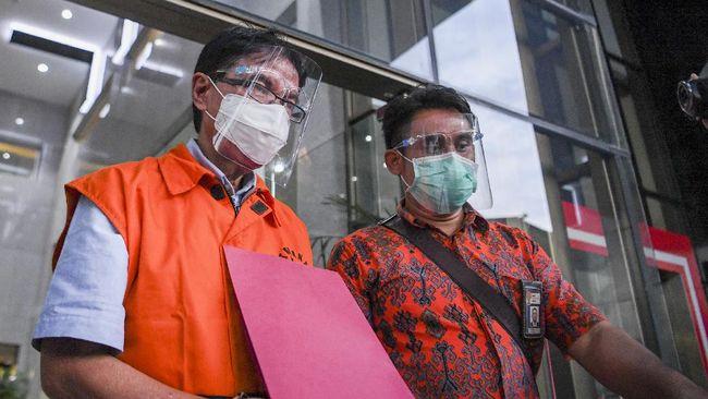 Selain menerima suap, mantan Direktur Garuda Indonesia itu juga disangkakan melakukan pencucian uang.