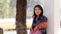 <p>Ia menikah dan menjadi Ratu Bhutan ketika baru berusia 21 tahun lho, Bunda. (Foto: Instagram @queenjetsunpema)</p>