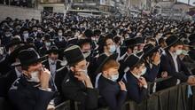 FOTO: Ribuan Warga Melayat Rabi Israel Meninggal karena Covid