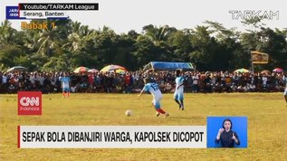 VIDEO: Sepak Bola Dibanjiri Warga, Kapolsek Dicopot