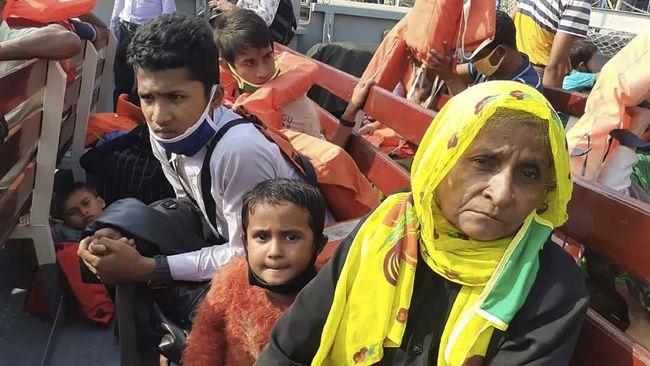 Kelompok anti-junta Militer Myanmar ramai-ramai menunjukkan solidaritas untuk etnis Muslim Rohingya.