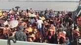 Badan bantuan internasional dan PBB telah menentang keras upaya pemindahan pengungsi Rohingya sejak pertama kali diusulkan pada 2015.