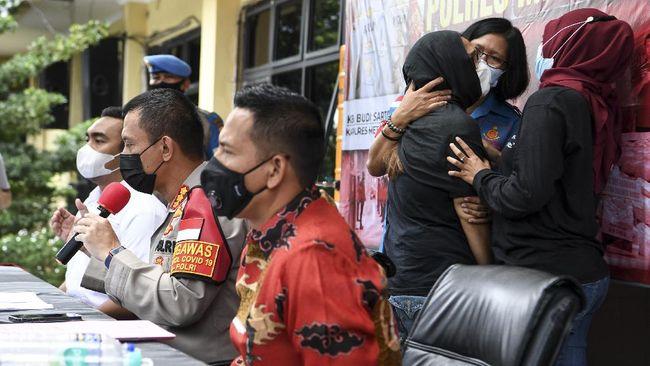 Polres Jaksel mengungkapkan mantan artis cilik Iyut Bing Slamet mengonsumsi sabu-sabu secara putus-nyambung sesuai kondisi keuangan sejak 2004.