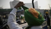 Para petani India berdemo memakai truk dan trailer di ibu kota India untuk menuntut UU Pertanian Baru
