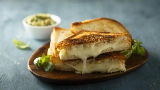 Resep Praktis Sahur: Caramelized Onion Mustard Cheese Toast