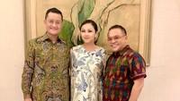 <p>Menteri Sosial Juliari Batubara baru saja ditetapkan KPK sebagai tersangka dugaan korupsi Bantuan Sosial (Bansos). Sosok sang istri, Grace Batubara, lantas jadi sorotan. (Foto: Instagram @gracebatubaraoffc)</p>