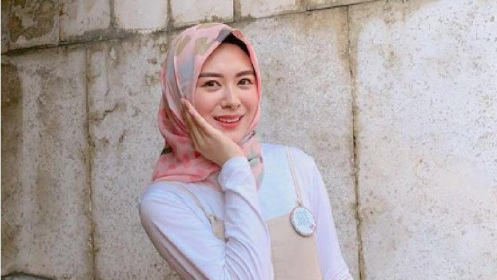 Gaya Fashion Hijab ala Korea, OOTD Jadi Mirip Artis Drakor!