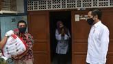 Mensos Juliari P Batubara ditangkap KPK dalam kasus korupsi bansos corona. Ia diduga menerima suap senilai Rp17 miliar.