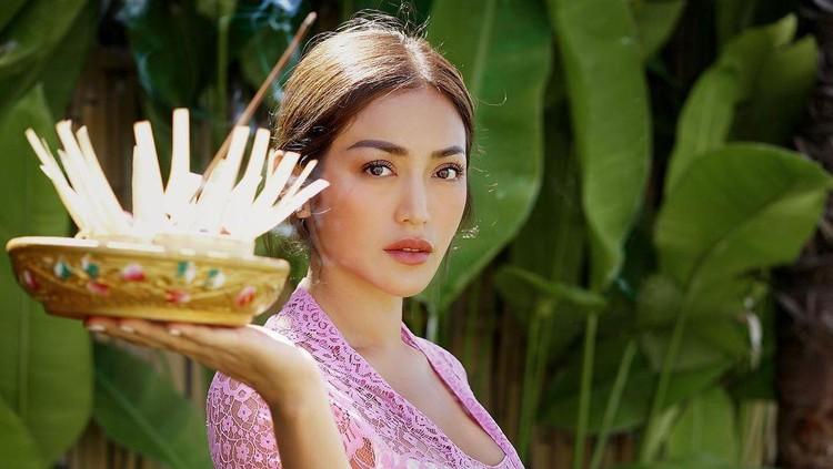 Jessica Iskandar Dikabarkan Pindah Agama di Bali, Ini ...
