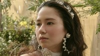 <p>1. Laura Basuki mengawali karier di dunia akting dalam film <em>Gara-gara Bola</em>, pada 2008 silam. Bunda sudah nonton filmnya?(Foto: Instagram @laurabas)</p>