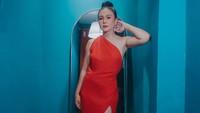<p><em>Hmmm</em>, kira-kira Wulan Guritno punya tips atau rahasia apa ya, agar penampilannya yang cantik dan seksi ini tetap awet?(Foto: Instagram: @wulanguritno)</p>