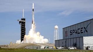 Kru SpaceX ke Luar Angkasa, Taipan hingga Penyintas Kanker