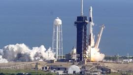 FOTO: Misi SpaceX Falcon 9 Sempat Diragukan karena Cuaca