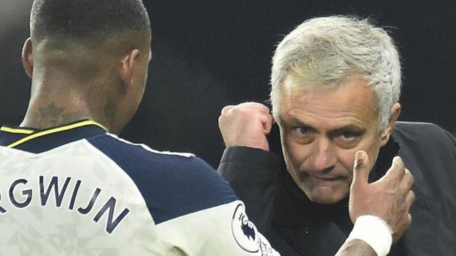 Pengumuman Jose Mourinho melatih AS Roma pada musim depan mengundang kreativitas netizen dengan memunculkan beragam meme lucu.