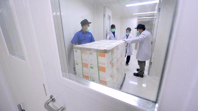 Hingga kini sebagian masyarakat mempertanyakan efektivitas dan kehalalan produk vaksin Covid-19 asal China tersebut.
