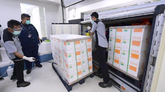1,2 juta vaksin corona tiba di Tanah Air pada Minggu malam (6/12). Vaksin Sinovac tersebut dibawa dari Beijing, Tiongkok dengan pesawat Garuda.