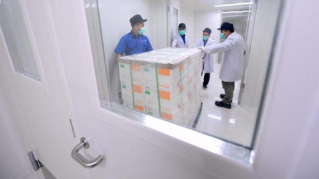 Kemenkes menyebut ada keterbatasan anggaran dalam program vaksinasi Covid-19 sehingga membagi distribusinya dalam skema gratis dan berbayar.