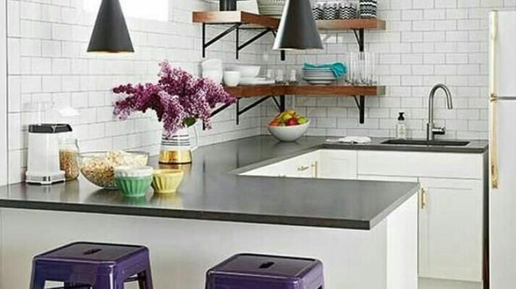 Dapur sempit bisa diubah menjadi nyaman sekaligus unik dengan berbagai gaya. Berbagai ide desain dapur rumah minimalis nan unik ini bisa Bunda simak di sini.