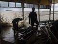 FOTO: Dampak Gelombang Tinggi di Pesisir Demak