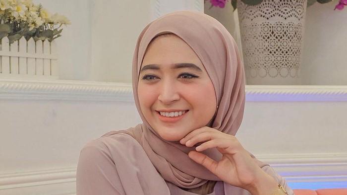 Inspirasi OOTD Hijab Simple ala Selebgram Cantik Natasha Farani