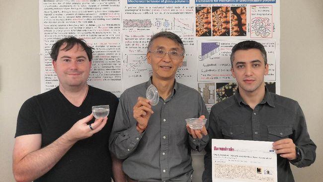 Peneliti berhasil membuat plastik yang ramah lingkungan dan tahan dengan air mendidih sekaligus.