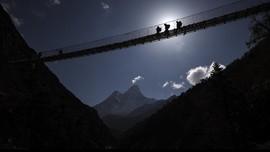 FOTO: Momen Tim China & Nepal Menghitung Tinggi Everest