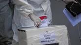 Pesta demokrasi Pilkada 2020 tidak menyurutkan partisipasi pasien covid-19 memberikan hak pilih, meski dari tempat isolasi.