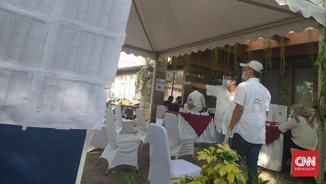 Bobby akan menggunakan hak suara bersama istrinya, Kahiyang Ayu, di TPS 022 Taman Setia Budi Indah, Medan, pagi ini.