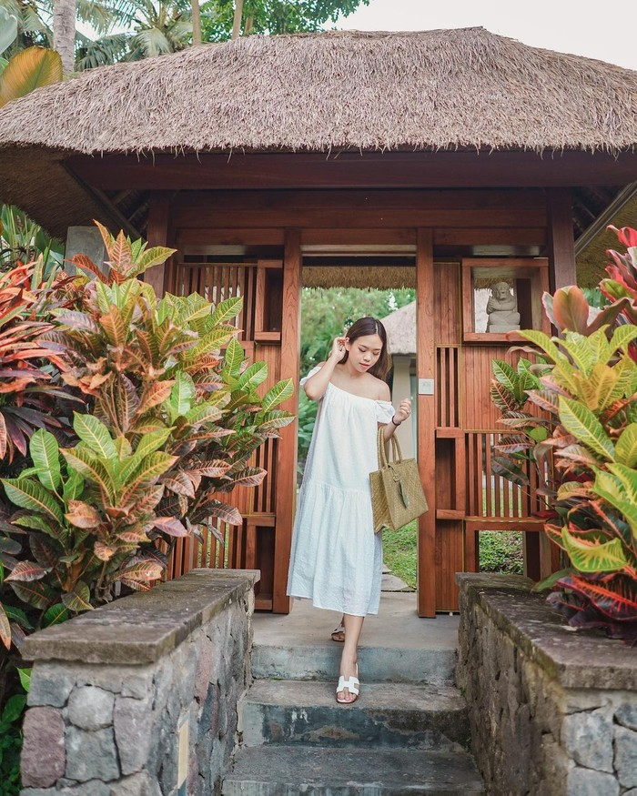 Enggak hanya mempromosikan berbagai macam produk, keputusan Monita Lin pindah ke Bali juga membuka jalan untuk dirinya ikut mempromosikan berbagai tempat menarik yang ada di Bali. Mulai dari tempat wisata, hotel, sampai cafe yang direkomendasikan pada followers-nya saat mereka berkunjung ke Bali (Foto: www.instagram.com/molita_lin).
