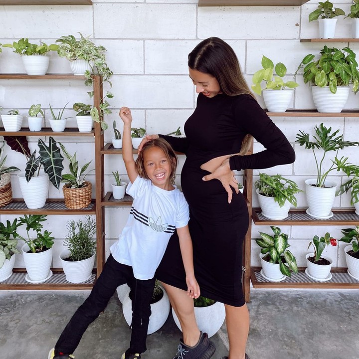 Hamil anak ketiga, Jennifer Bachdim tetap modis dan produktif lho Bun meskipun perutnya semakin membesar. Lihat beberapa foto Jennifer saat hamil yuk Bun.