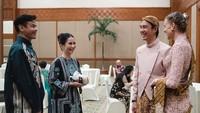 <p>Busana adat Jawa yang dikenakan Daniel dan Viola merupakan desain dari Anne Avantie. (Foto: Instagram @vjdaniel)</p>