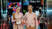 <p>Daniel Mananta memakai beskap, sementara Viola memakai kebaya. (Foto: Instagram @vjdaniel)</p>