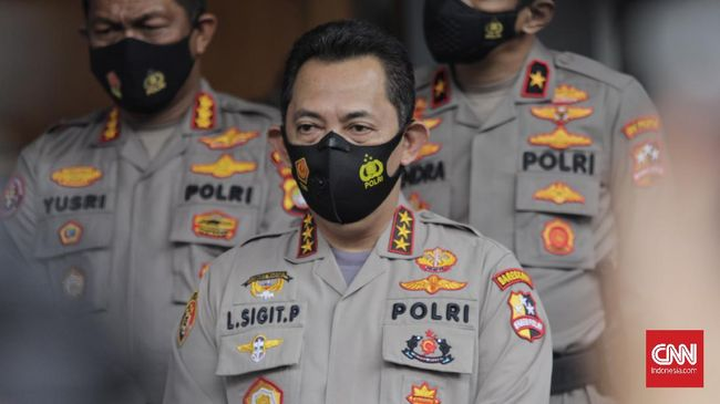 Kabareskrim Polri Komjen Listyo Sigit Prabowo mengatakan bukti kuat lainnya terkait penggunaan senpi oleh Laskar FPI adalah bekas tembakan di mobil petugas.