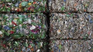 Malaysia Akan Kirim Balik Satu Kontainer Sampah Plastik ke AS