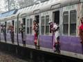 Pahlawan Super India Selamatkan Bocah Jatuh ke Jalur Kereta