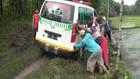VIDEO: Usai Bawa Jenazah, 2 Ambulans Terjebak Lumpur