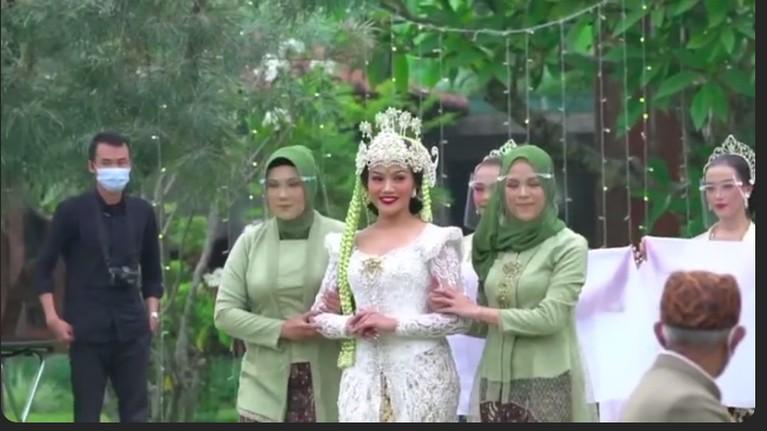 Prosesi pernikahan Yura Yunita dan Donne Maula