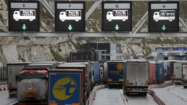 Pemerintah Inggris menawarkan 10.500 visa kerja sementara untuk pengemudi truk dan pekerja sektor peternakan.