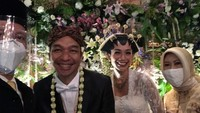 Pernikahan Dimas Djay dan Faradina Mufti berlangsung hari ini, Bunda, tanggal 12 Desember 2020. Tanggalnya cantik ya! (Foto: Instagram @arif_medianto)