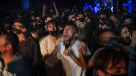 FOTO: Jadi Relawan Studi Tes Antigen demi Nikmati Konser