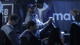 Mayweather Marah, Jake Paul Dihajar Dalam Konferensi Pers