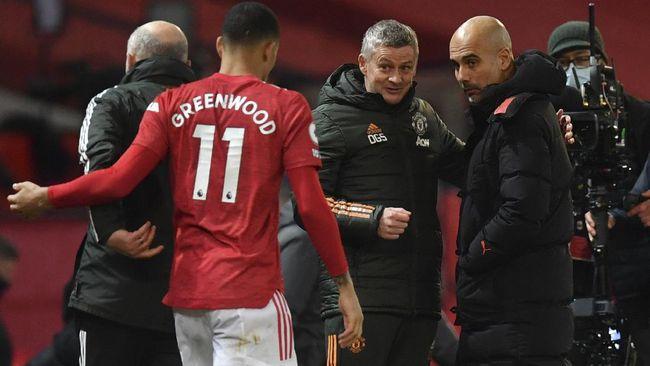 Menang 4-1 atas Wolves, Man City membukukan catatan 28 laga tanpa kalah. Namun Pep Guardiola memilih membahas Man Utd.