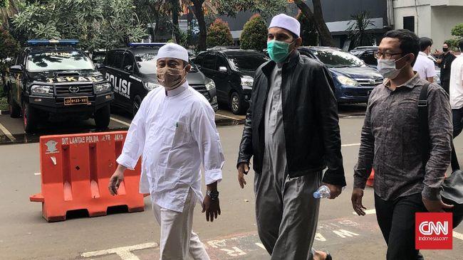 Eks Ketum FPI Shabri Lubis cs dituntut 1 tahun 6 bulan penjara dan hukuman tambahan dicabut hak memegang jabatan dalam Ormas terkait kasus kerumunan Petamburan.