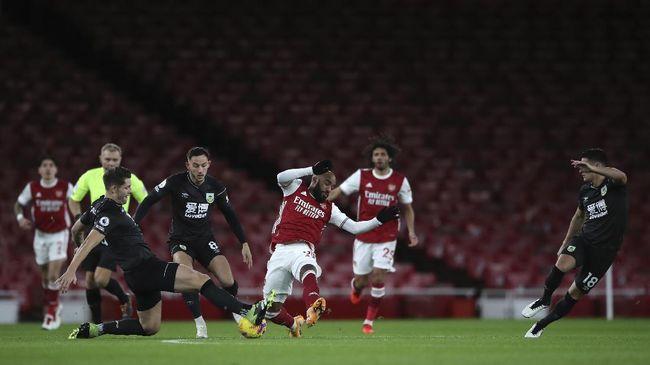 Burnley ketagihan mengalahkan Arsenal di Liga Inggris musim ini saat kedua tim bertemu di Stadion Turf Moor pada laga pekan ke-27.