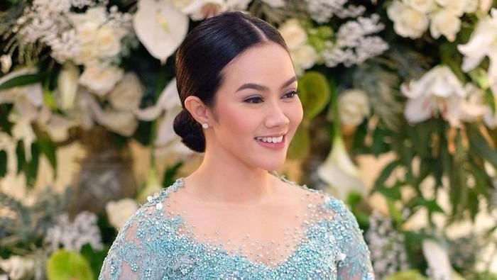 Cantiknya Yura Yunita dengan Makeup Natural di Acara Jelang Pernikahan