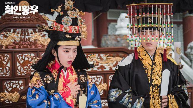 Kim Jung-hyun akan membintangi drama komedi berlatar dinasti Joseon bertajuk Mr. Queen bersama Shin Hye-sun. Berikut sinopsis drama Korea Mr. Queen.