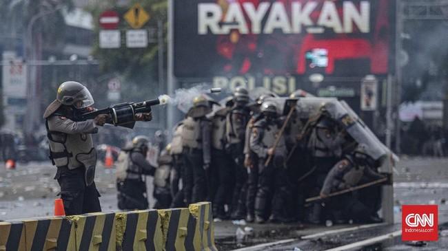 Pengesahan Omnibus Law Cipta Kerja mengundang gelombang demonstrasi di berbagai daerah, termasuk Ibu Kota. Massa aksi menyuarakan protes mereka.