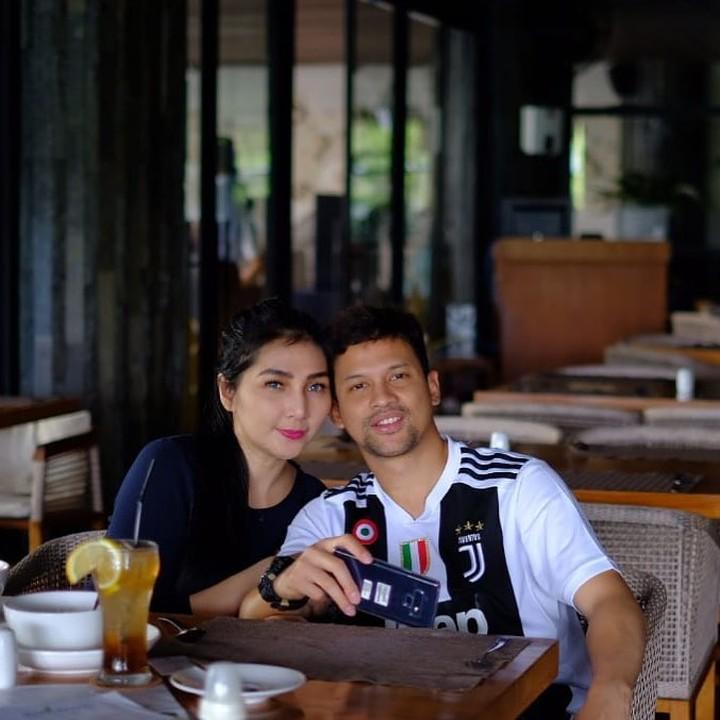 Lucky Perdana dan istri