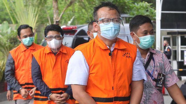 Edhy Prabowo menggunakan uang suap perizinan ekspor benih lobster untuk berbagai keperluan pribadi dan anak buahnya.