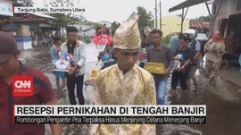 VIDEO: Resepsi Pernikahan di Tengah Banjir